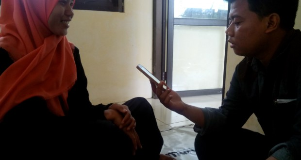 reporter lpminvest.com sedang mewawancarai Via El Mila