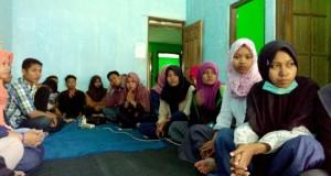 Kru Magang berbaris untuk menunggu acara Pembukaan workshop