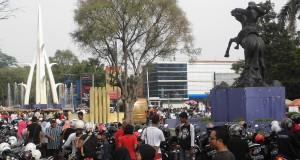 lalu lalang pengunjung car free day di Jl. Pahlawan Semarang (6/11/16)