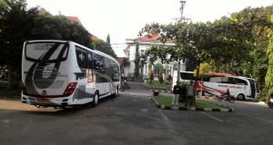 Rombongan bus KKL 2017 berangkat menuju Malang dan pasuruan.