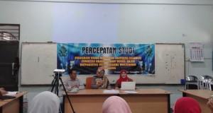 Dari kiri, Dr. Ratno Agriyanto, Prof. Dr. Mujibatun dan Dr. Zulaikha saat memberikan materi di percepatan studi prodi magister Ekonomi Syariah Fakultas Ekonomi dan Bisnis UIN Walisongo Semarang. (foto: Abdus Salam)