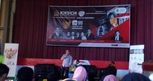 """Tubagus Dedi Suwendi Gumelar saat menyampaikan materi pada Road Show Seminar Motivasi bertajuk """"Spirit of Indonesia"""", di aula II kampus III UIN Walisongo. Kamis, (29/3/2018)."""