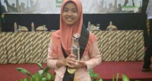 Lutfi Nur Fadillah, Mahasiswa jurusan Ilmu Falak, Fakultas Syariah dan Hukum yang mendapatkan IPK 3,94.