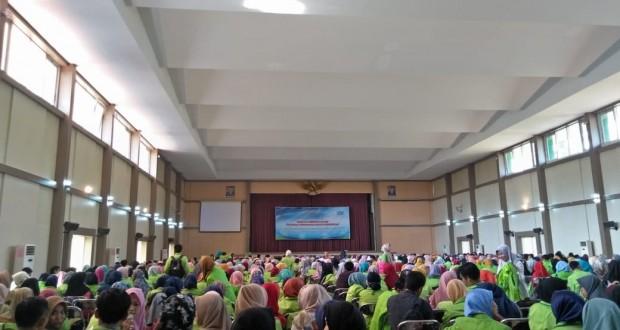 Tampak ribuan mahasiswa penuhi Auditorium 2 Kampus III UIN Walisongo Semarang. Senin, (24/9/2018)