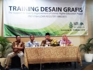 Muhibbin, Rektor UIN Walisongo Semarang saat memberikan sambutan dalam pembukaan acara Training Desain Grafis di Hotel Aston Inn Pandanaran Semarang. Jumat, (26/10/2018)