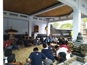 Peserta Camp Kebangsaan saat berkunjung ke Pura. Minggu, (4/11/2018).