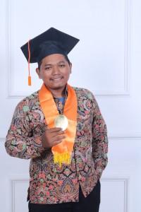 Agus Budiyarno, Mahasiswa terbaik FEBI.