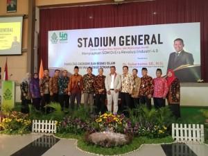 Dekan FEB Undip Semarang foto bersama civitas akademik FEBI UIN Walisongo Semarang seusai acara Stadium General. Kamis, (14/3/2019).