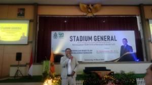 Suharmono, Dekan FEB UNDIP saat menyampaikan materi di Stadium General FEBI UIN Walisongo Semarang.
