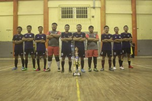 Tim futsal IMPADIS foto bersama pasca menerima trofi kejuaraan Pekan Orda Walisongo (POW) di GSG Walisongo. Minggu, (21/4/2019).