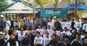 Foto bersama penyelenggara dan peserta usai acara Santripreneur Camp 2019. Sabtu, (27/7/2019)