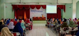 Sekitar 230 maba FEBI tampak memenuhi ruangan Auditorium 1 Kampus 1 UIN Walisongo Semarang untuk mengikuti acara Pelatihan Menulis Makalah dan Public Speaking. Jumat, (13/9/2019)