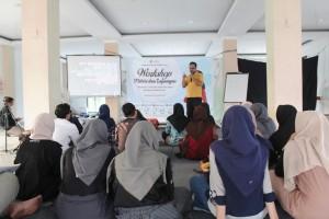 Materi Bongkar Nalar LPM Invest bersama Tedi Kholiludin dalam acara Workshop Materi LPM Invest 2019. Kamis, (10/10/2019)