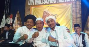 Foto bersama antara Kiai Amin Budi Harjono,  Habib Hamid Ba'agil dan Faizzudin selaku Wakil Dekan III Fakultas Syariah dan Hukum