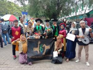 Penjemputan wisudawan UKM Kelompok Pekerja Teater Beta (KPTBK). Rabu, (20/11/2019)