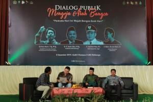 Dari kiri: Moderator Nafis Ghifari, Sabilillah Ardie, Imam Yahya, dan Ruchman Basori saat bersiap mengisi dialog publik FEBI di Audit 2 Kampus III UIN Walisongo Semarang. Kamis, (5/12/19).