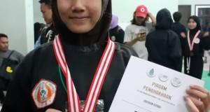 Nadia Elsa Ariani jurusan Akuntansi Syariah, peraih juara dua  cabor pencak silat kategori laga kelas A putri