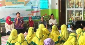 Wakil Dekan 3 FEBI, Saekhu ketika membuka acara sosialisasi menabung di Madarasah Ibtidaiyah (MI) Miftahul Akhaqiyah Beringin, Semarang. Rabu, (30/10/2019)